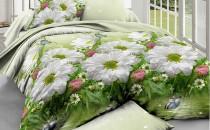 Белые цветы на зеленом