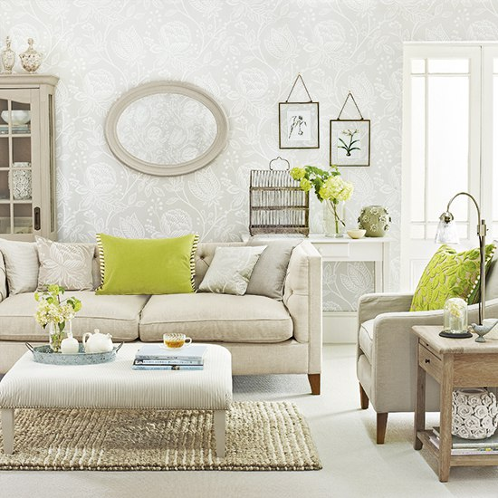 Ткань мебельная светлая с оливковыми подушками на диване